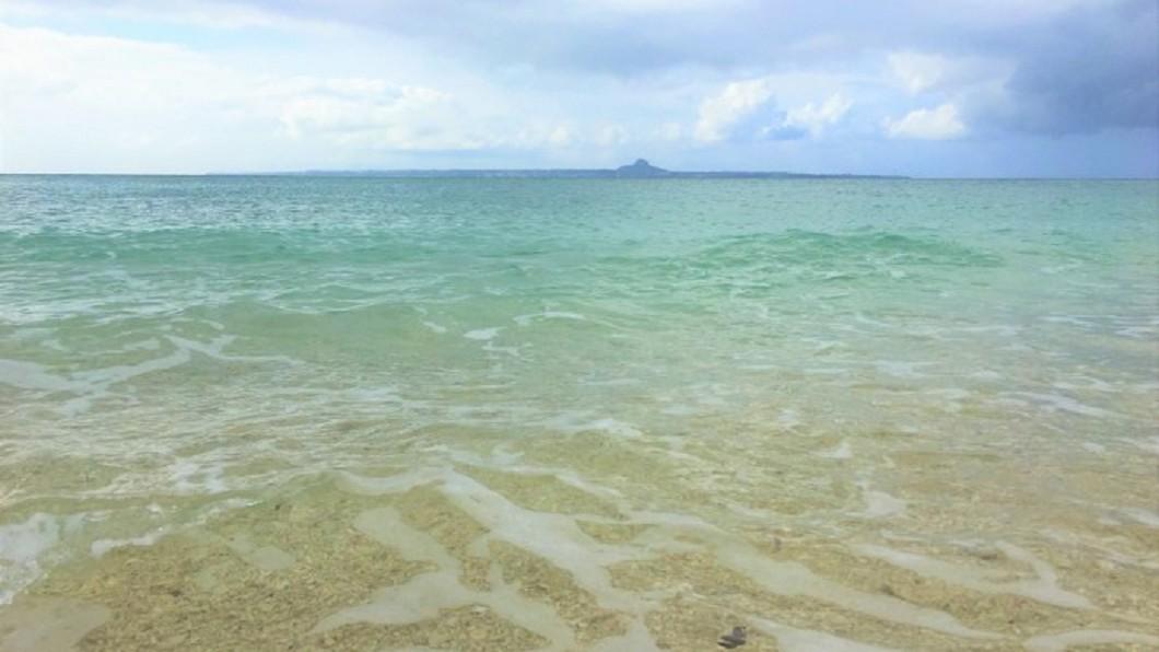 沖繩北部景點推薦-瀨底海灘。(圖/Tripbaa趣吧!亞洲自由行專家)