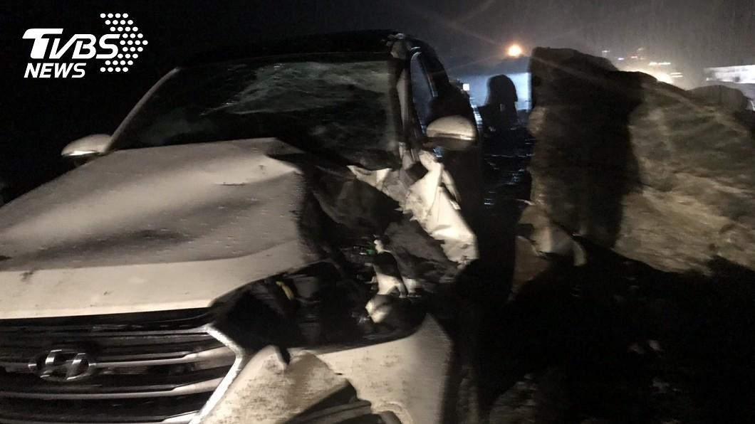 圖/TVBS 蘇花公路坍方!落石砸爛休旅車2人傷 雙向不通