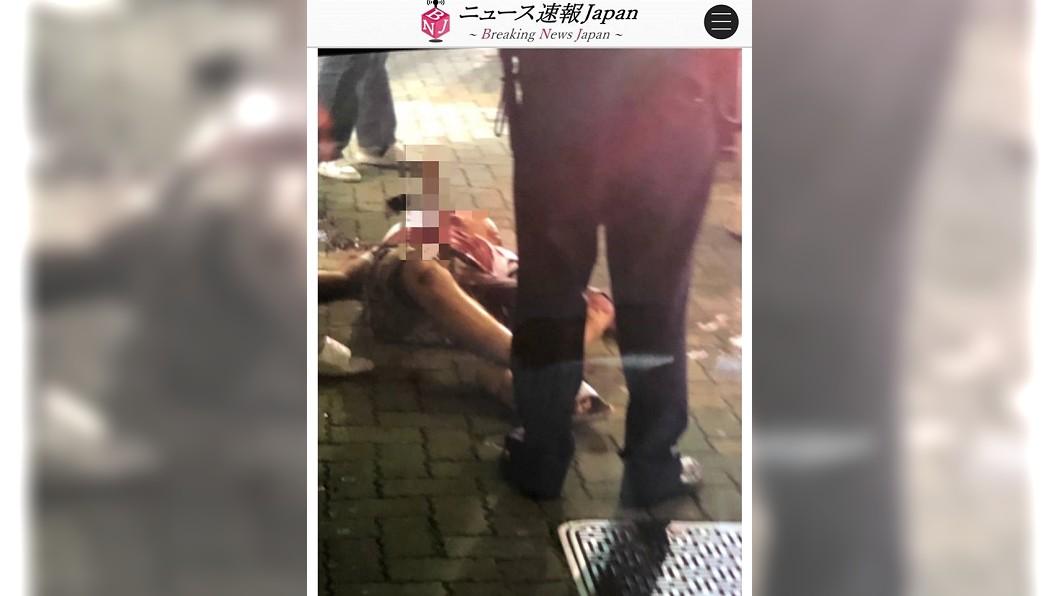 被害人腹中被料理用刀刺入,最終不治身亡。圖/翻攝Breaking News Japan