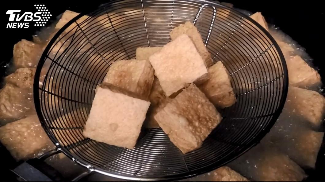 但有附近店家透露,曾有網友說他們的臭豆腐不好吃,該店竟然和客人對嗆。(圖/TVBS)
