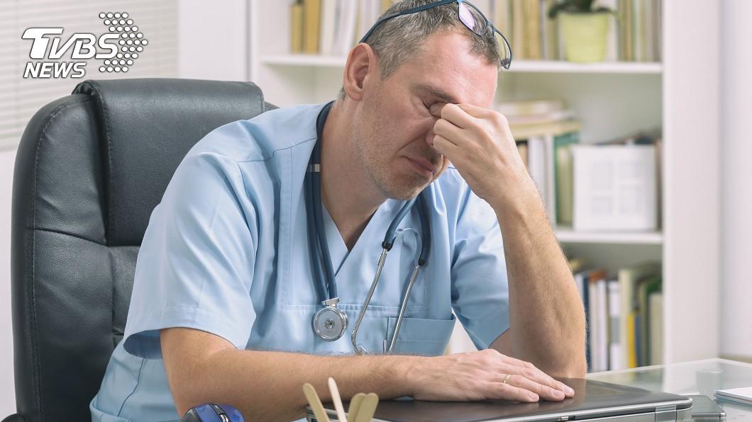 「下決定疲乏症」可能影響醫生做出的判斷。示意圖/TVBS 只是看病時間不一樣! 美研究:醫生診斷截然不同