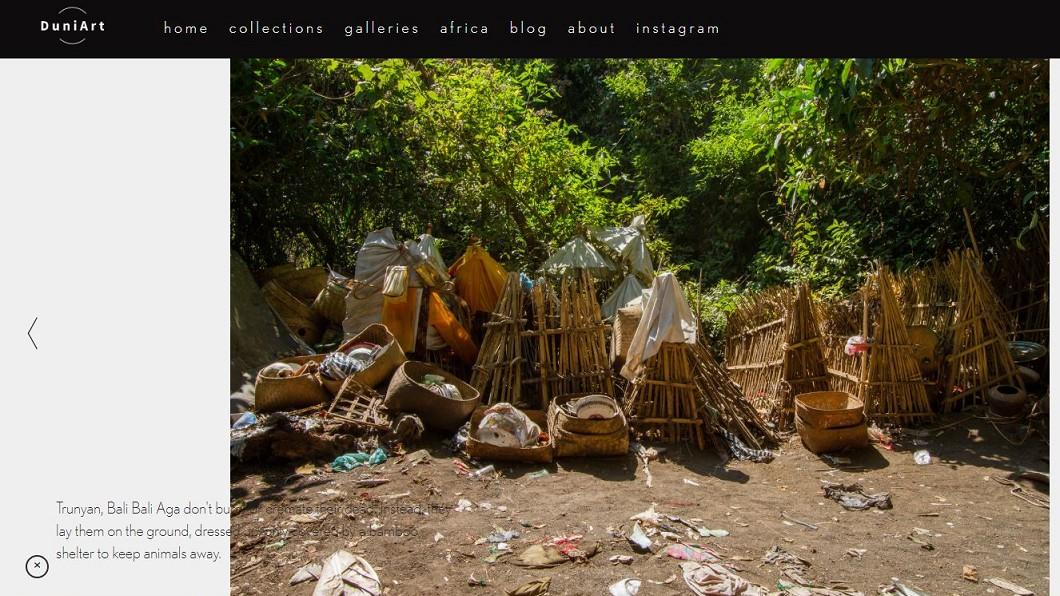外國遊客到訪拍照記錄當地文化。圖/截自Duniart.com