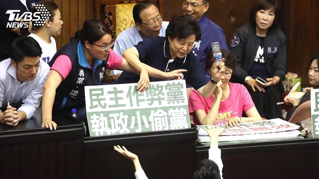 圖/中央社 中選會人事同意權案將投票 藍綠搶占主席台