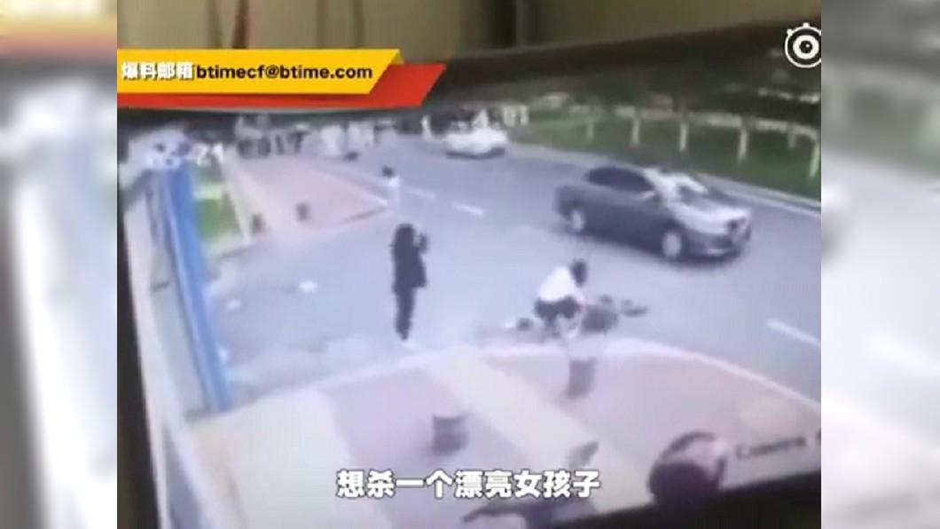 圖/翻攝秒拍 又傳隨機殺人!男「當街狠捅10刀」 只因24歲女太正