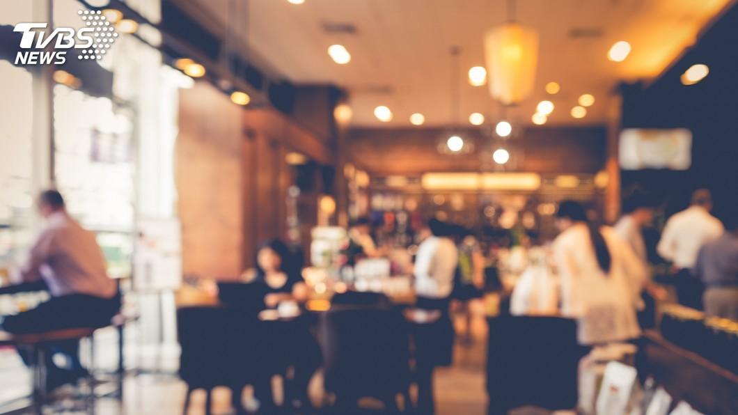圖/TVBS 奧客母女檔騷擾餐廳客 老闆娘轟出門:這裡沒妳們位置