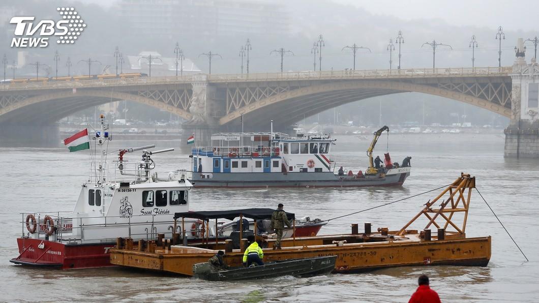 圖/達志影像路透社 南韓派遣19人趕赴匈牙利 展開多瑙河船難救援