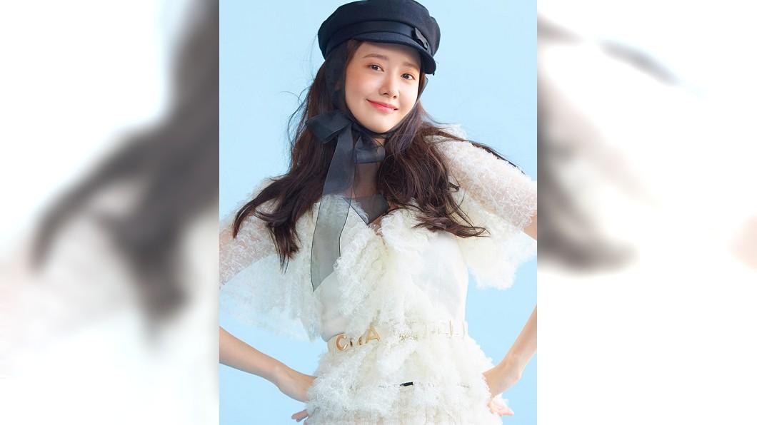 潤娥一身歐洲女伶造型有如仙女下凡/截自소녀시대(Girls' Generation)粉專