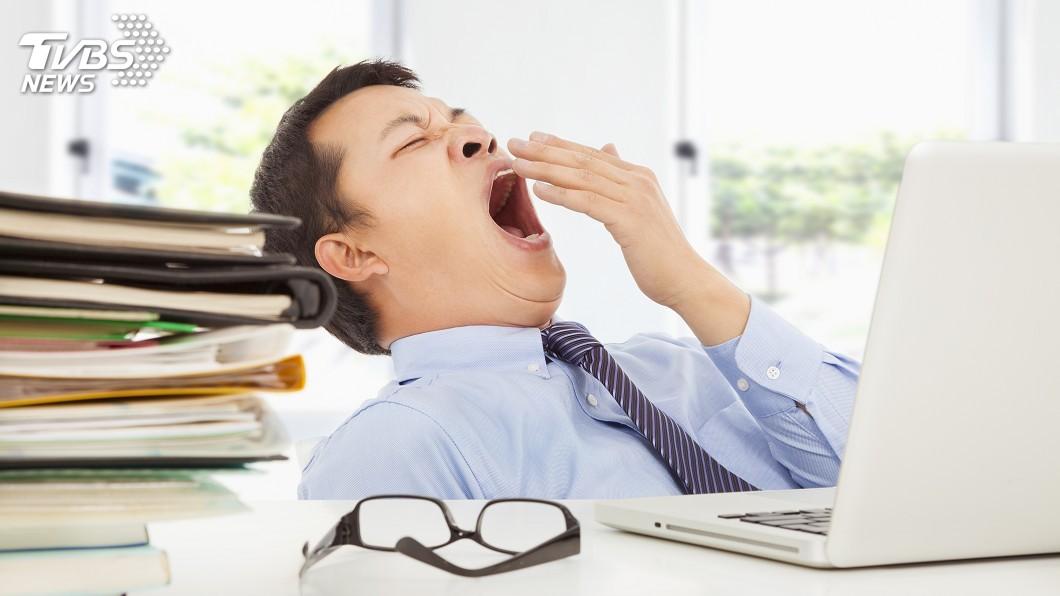 結束美好的週末,不少人星期一上班總是非常憂鬱,精神不振。示意圖/TVBS 星期一請假延長週末? 專家:休「這天」充電效果更好