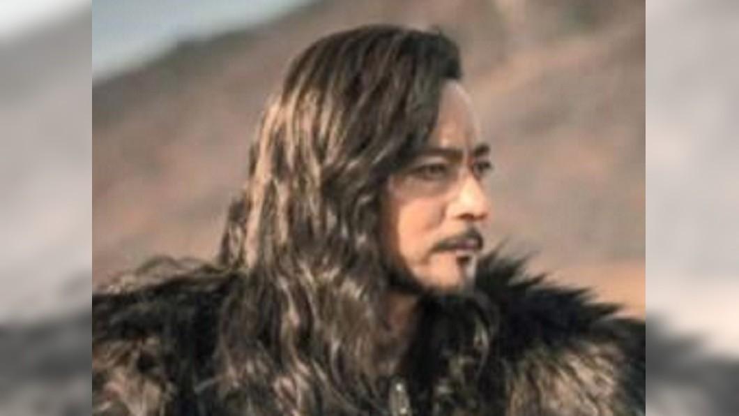 圖/翻攝自tvN YouTube 宋仲基新戲撞哏「冰與火」 龍椅變熊椅