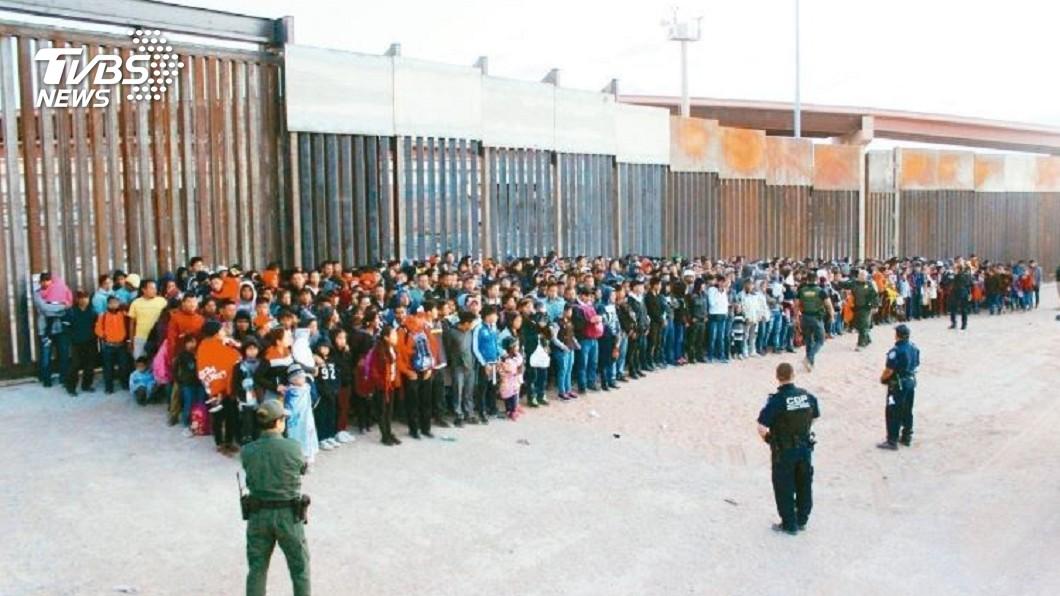 圖/達志影像美聯社 美墨邊境破獲最大集體偷渡 一次逮到上千人