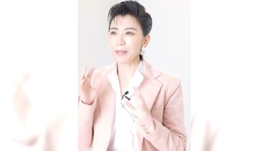 圖/翻攝自 Marie Claire Taiwan YouTube 「以為對我好就是愛」 賈靜雯自揭離婚瘡疤