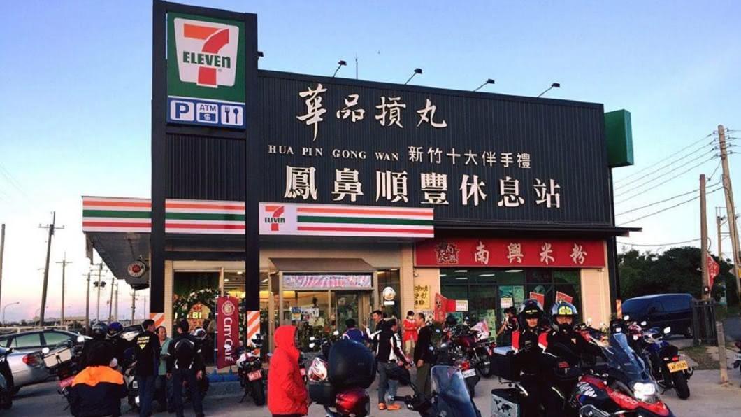 此超商位於西濱公路,是重機、汽車的休息站。圖/翻攝臉書 不理發函「違建超商」續經營 新竹檢方硬起來:沒收拆除