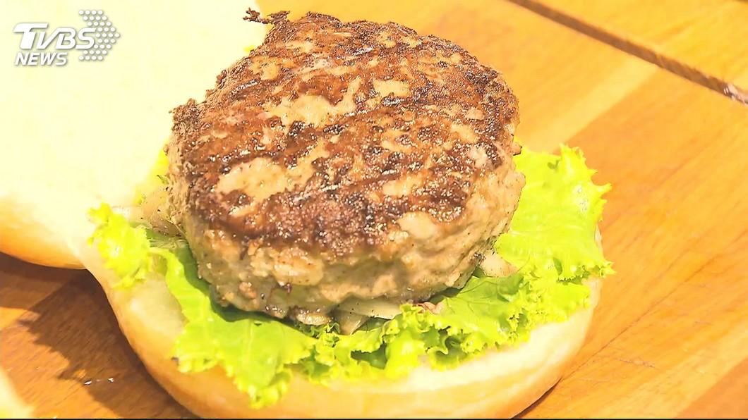 圖/TVBS 美式漢堡混「6公分」和牛排 PK台味馬祖堡