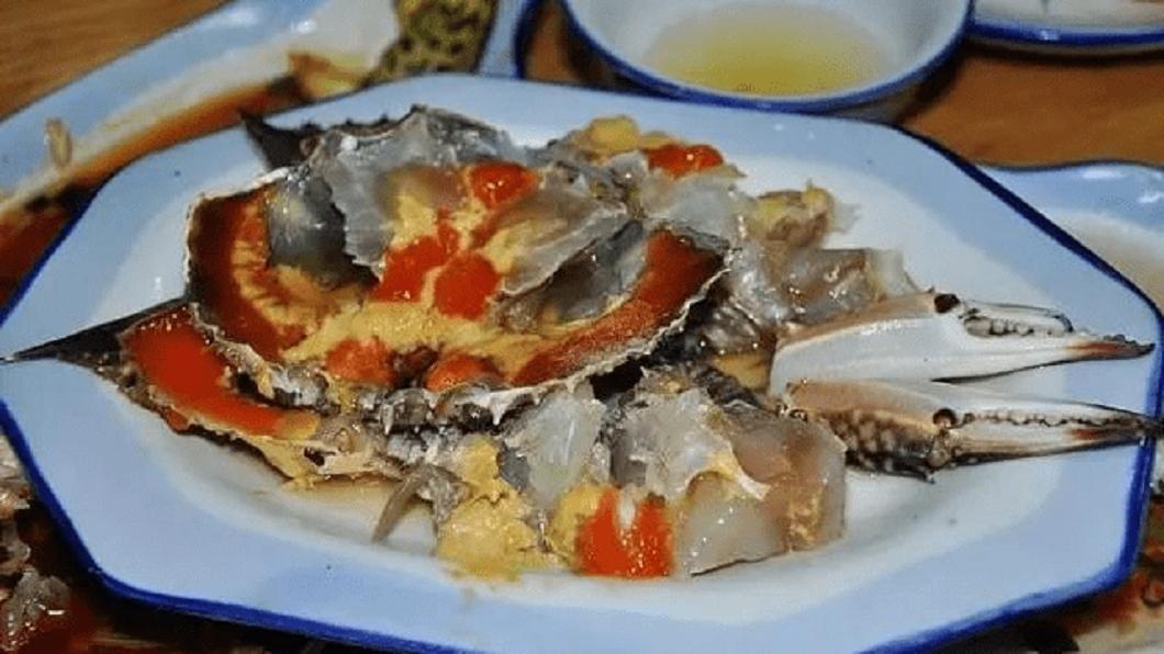 圖/翻攝自寧波晚報 她吃嗆蟹上吐下瀉 體溫飆破40度插管命危