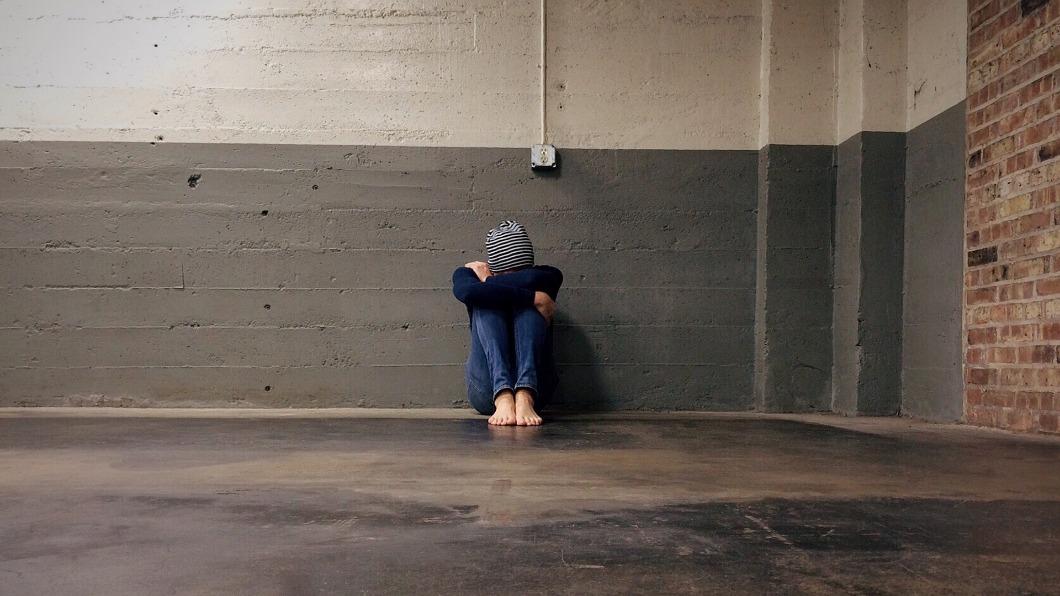 一名國一少女在臉書群組內遭到6名女同學言語霸凌,她一度難過到想輕生。(示意圖/TVBS) 同學開群組霸凌…國中女被辱想輕生 5人賠錢寫悔過書