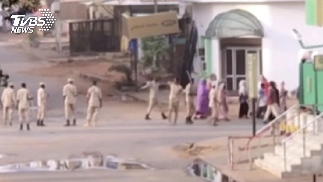 圖/達志影像美聯社 非洲版六四 蘇丹軍政府武力驅離首都靜坐民眾