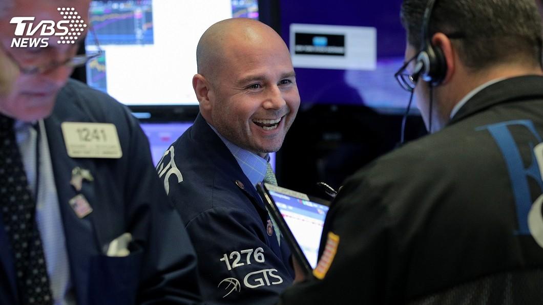 圖/達志影像路透社 聯準會暗示降息 美股大漲512點5個月來最猛