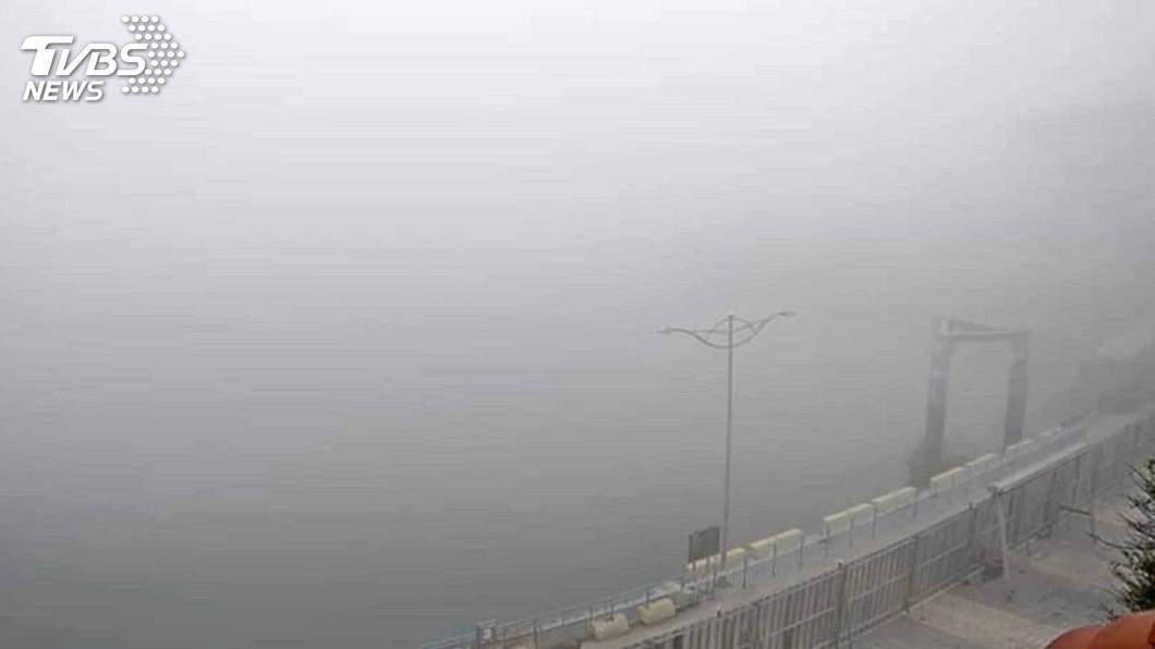 圖/中央社 馬祖清晨濃霧機場關閉 影響旅客搭機