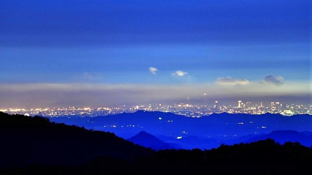 圖/黃源明提供 阿里山能拍到85大樓夜景 還可遠眺澎湖捕捉煙火