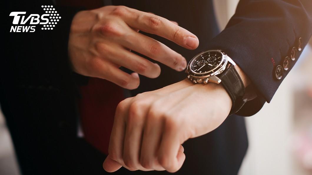 示意圖,與本文無關。圖/TVBS 見老同學!他戴15K新錶竟被笑慘 網揭原因:超入門款