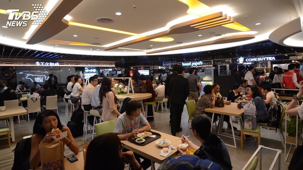 圖/中央社 桃機二航廈美食街改裝 林佳龍盼行銷台灣美食