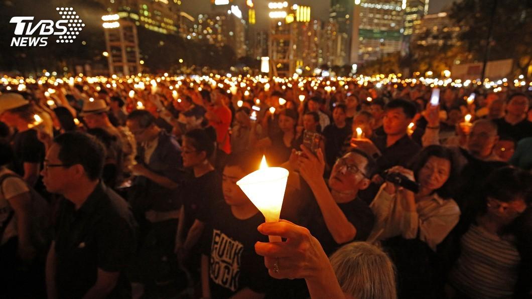 圖/達志影像美聯社 憂以後來不了 18萬人悼念六四擠爆香港維園