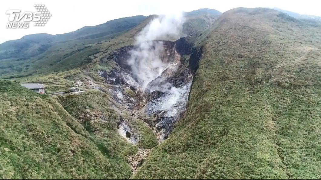 中央氣象局今年初預告規劃火山異常活動警報流程。(圖/TVBS) 火山警報3燈號年底上路 北北基宜訂防救災計畫
