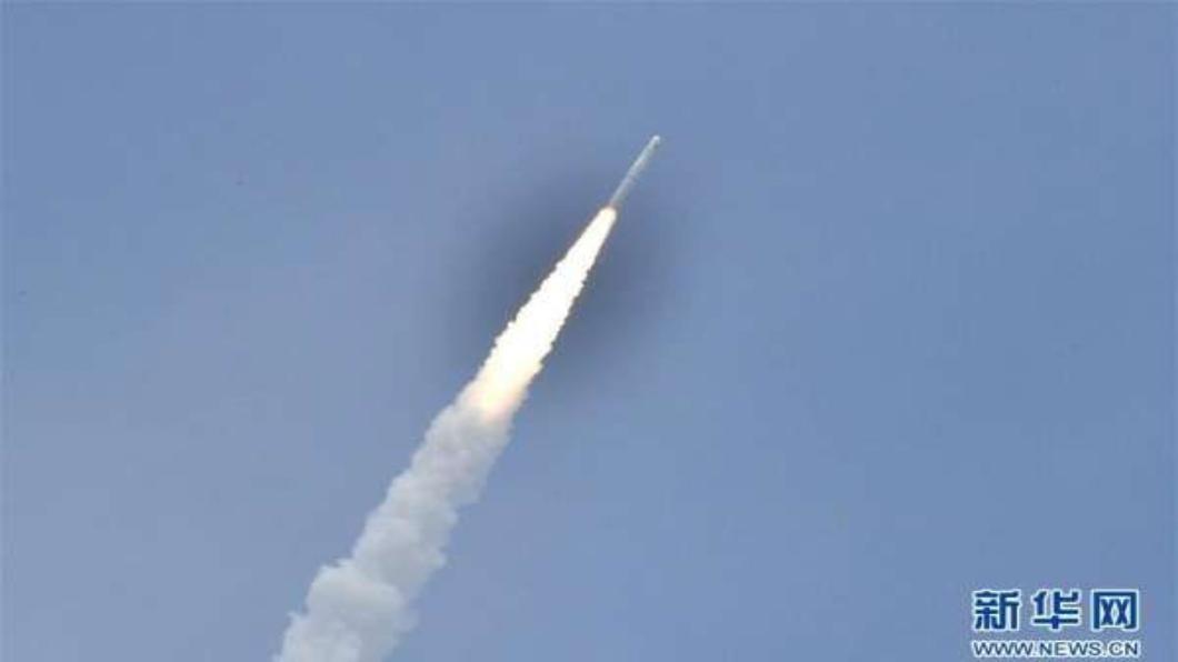 圖/翻攝自 新華網 海射火箭,七顆衛星送上天 中國首次