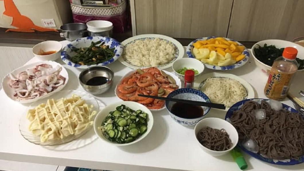 圖/翻攝自臉書「爆怨公社」 煮一桌「消暑午餐」沒人捧場 網友暴動喊搭伙