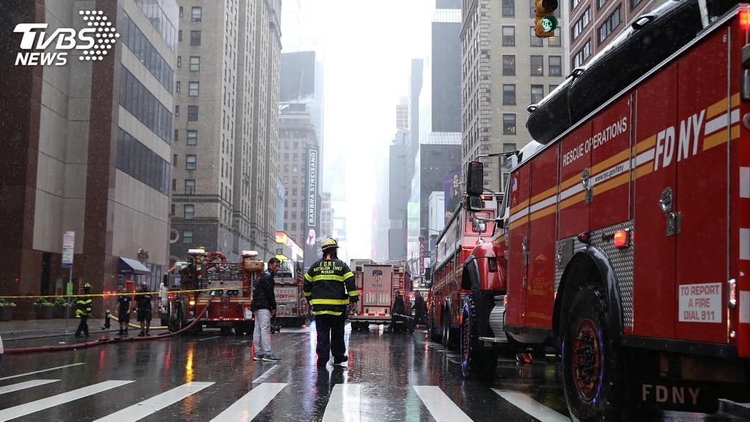 圖/達志影像路透社 紐約直升機撞高樓迫降墜毀 駕駛當場喪命
