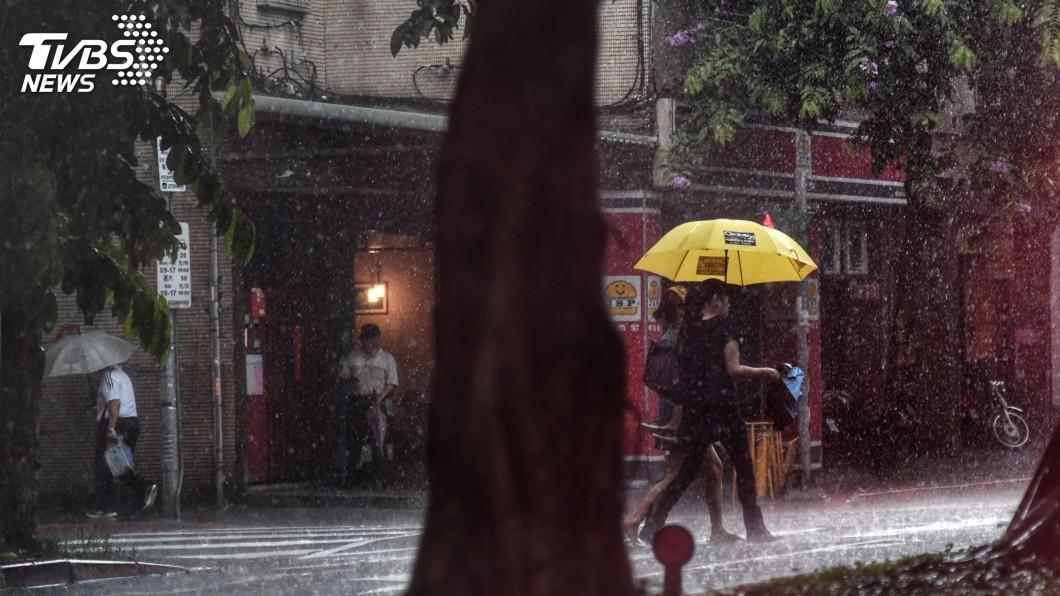 圖/中央社 對流旺盛 全台8縣市大雨、豪雨特報