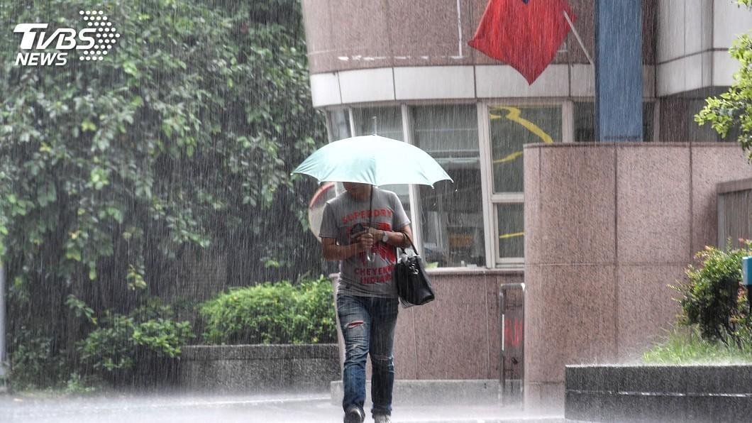 圖/中央社 南方雲系北移全台天氣不穩 台中以北防大雨