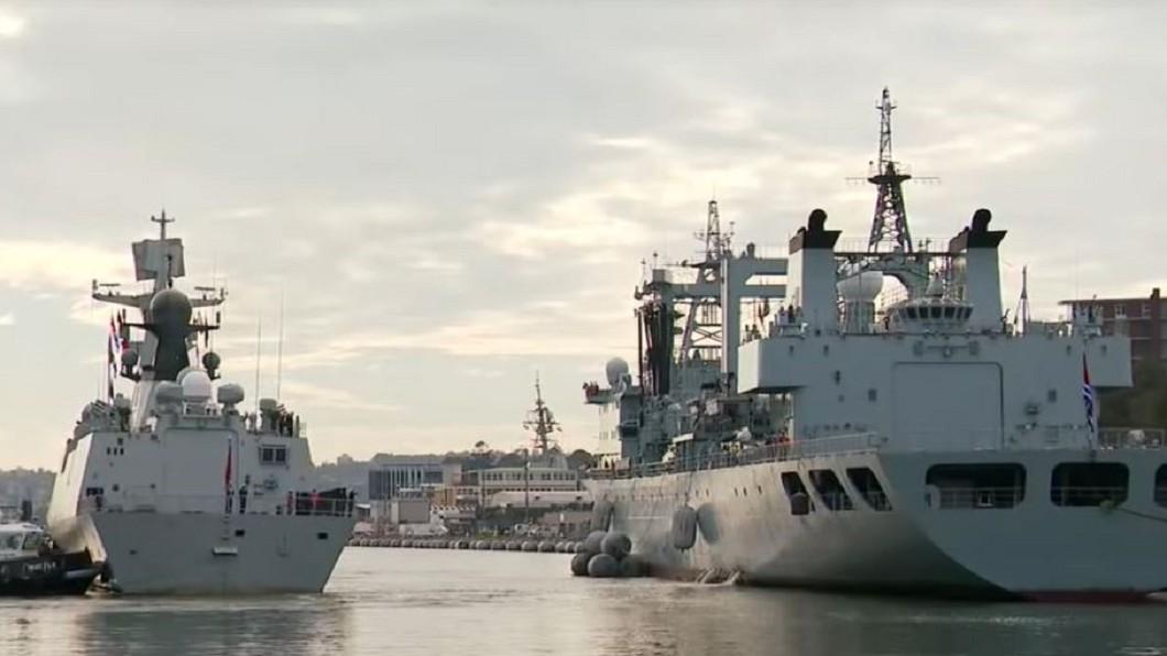 圖/翻攝自 Nine News Australia 陸艦突停雪梨港 原來解放軍要搶買奶粉