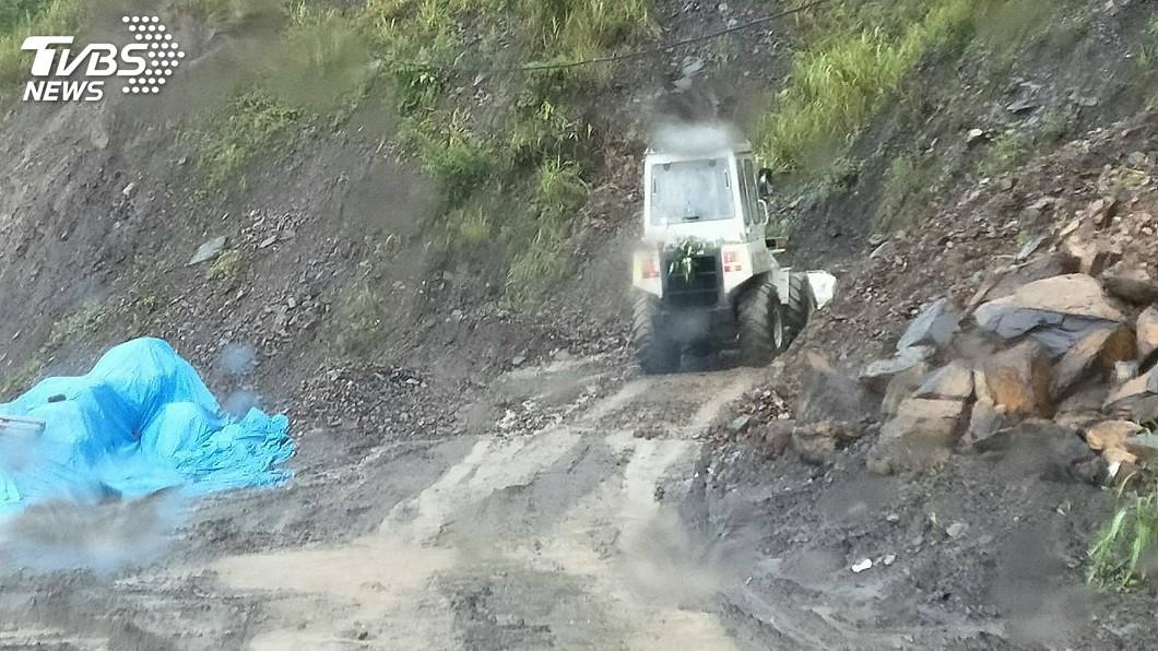 圖/中央社 南投大雨民宅淹水 山區產業道路落石中斷
