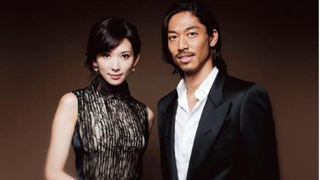 林志玲閃嫁Akira,震撼台日演藝圈。(圖/翻攝自微博)
