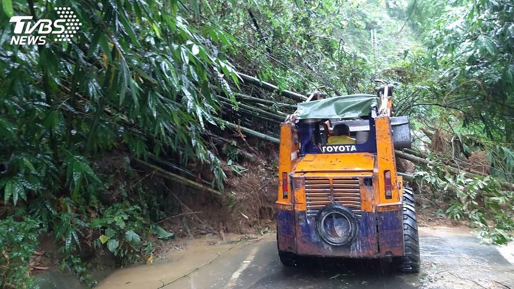 雲林縣道158甲43K因雨坍方 封閉清理中