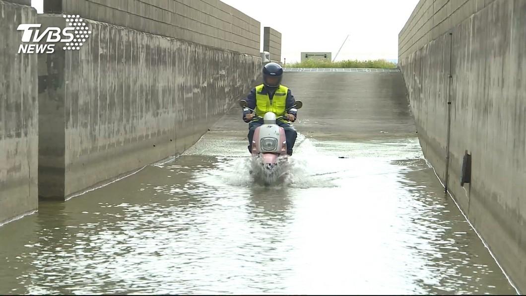拚補助! 電動機車檢測「涉水、爬坡、續航力」