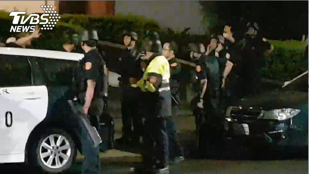 歹徒持手榴彈長槍挾持9人 桃園警方攻堅內幕