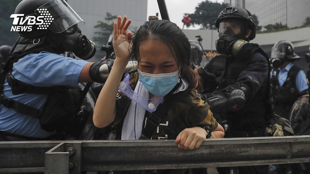 強力驅散淨空立法會 港抗議群眾退居中環