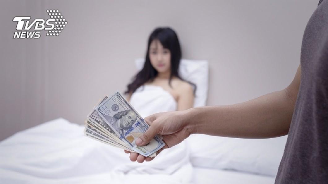 一名未成年少女被媒介下海性交易,接客40次實拿僅4千元。(示意圖/TVBS) 未成年少女被哄下海賣淫 25天接40客只拿4千