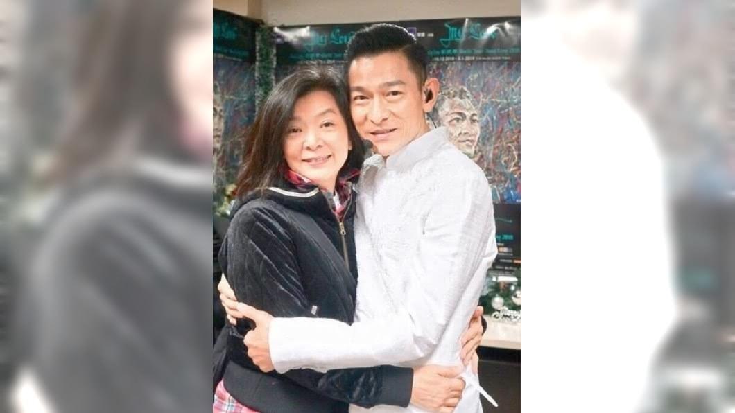 兩人因演出《神鵰俠侶》而相識,劉德華日前自爆曾向陳玉蓮示愛過,但對方聽完只有哈哈笑。圖/翻攝自微博