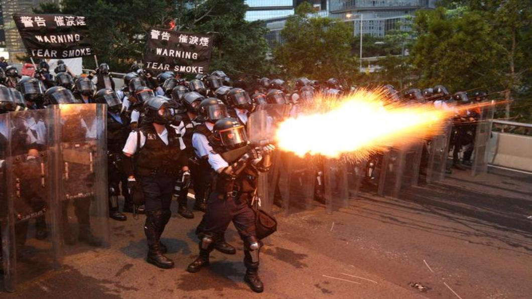 圖/達志影像路透 「反送中」全港人一心 鎮暴警駐守兩天不撤