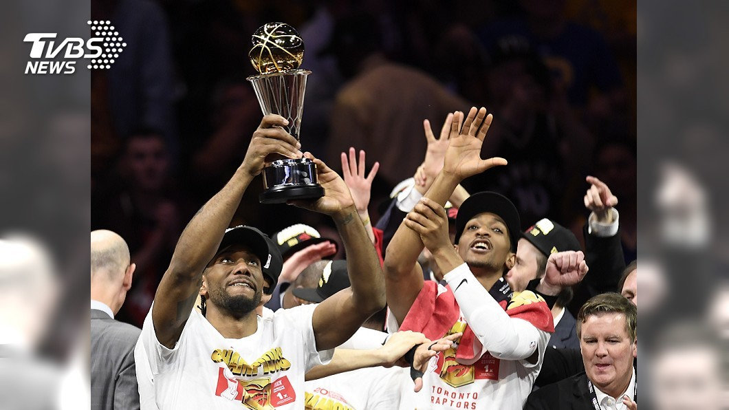 圖/達志影像美聯社 暴龍奪隊史NBA首冠! 林書豪笑擁冠軍盃