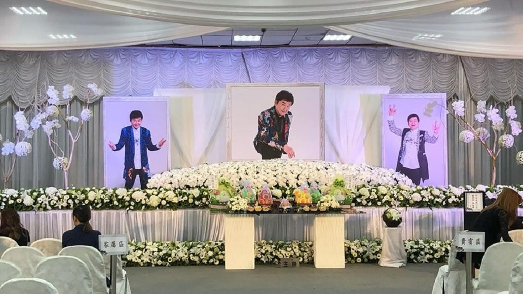 圖/翻攝自曾治豪臉書 賀一航告別式上「滿滿笑臉」 最後一場演唱會藏他遺願