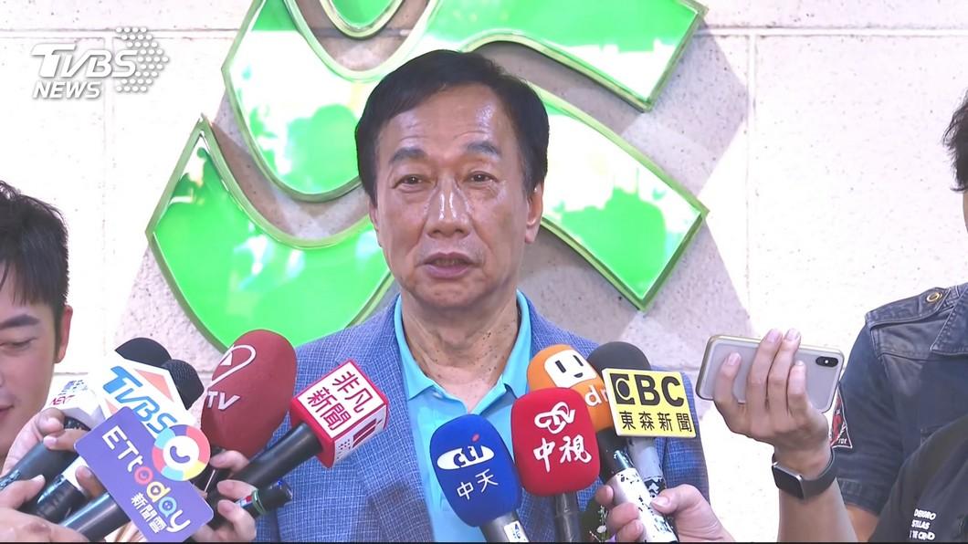 圖/TVBS 郭台銘出席大專畢典 學生高喊「總統好」