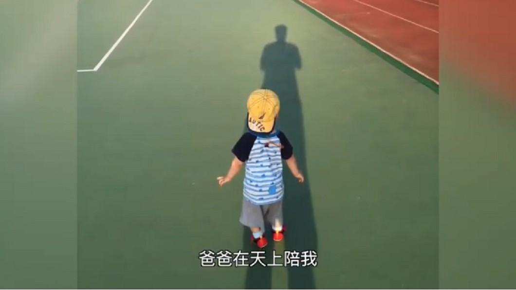 圖/翻攝自雅文兒童聽語文教基金會YouTube 「爸爸在天上陪我」! 癌父為聽損兒研發耳鏡後離世