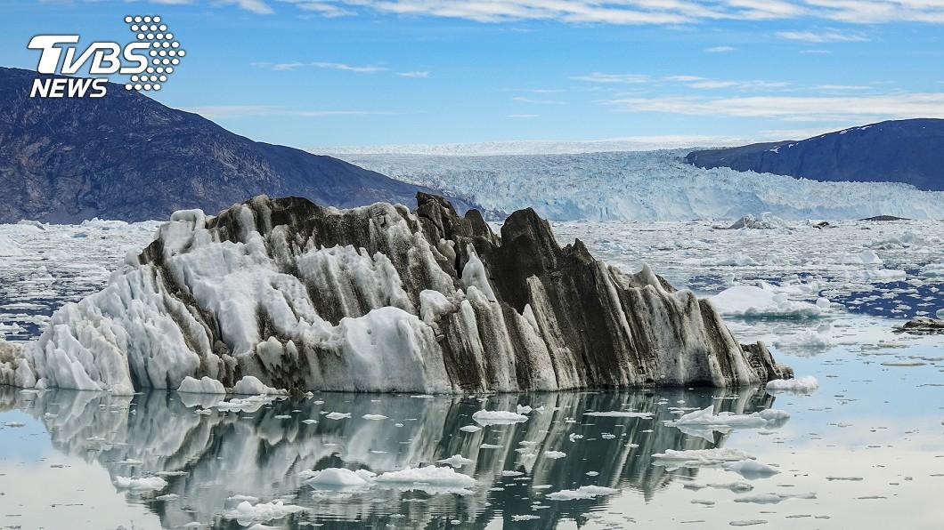 近年來,暖化加劇格陵蘭島的融冰量。圖/達志影像美聯社 不尋常!格陵蘭大融冰 20億噸冰雪1天消失
