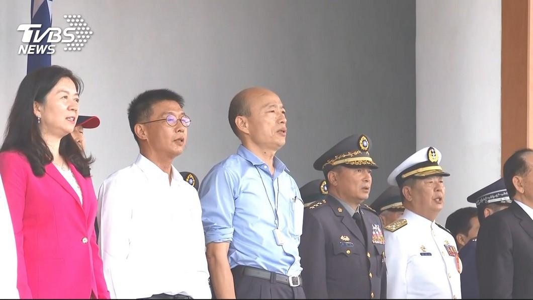 高雄市長韓國瑜參加陸軍官校校慶典禮。圖/TVBS 跟韓國瑜握手!中將「手插口袋」遭砲轟 這張照片曝真相