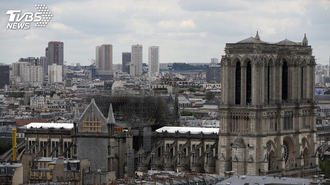 圖/達志影像美聯社 祝融燒毀屋頂與尖塔滿2個月 聖母院首度舉行彌撒