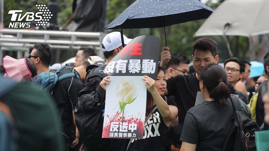 香港民眾要求立法會停止修訂逃犯條例。(圖/TVBS)